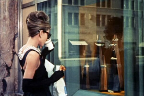 https://bonaveri.com/wp-content/uploads/2016/11/04203637/cropped-Audrey_Hepburn_in_Breakfast_at_Tiffanys.jpg