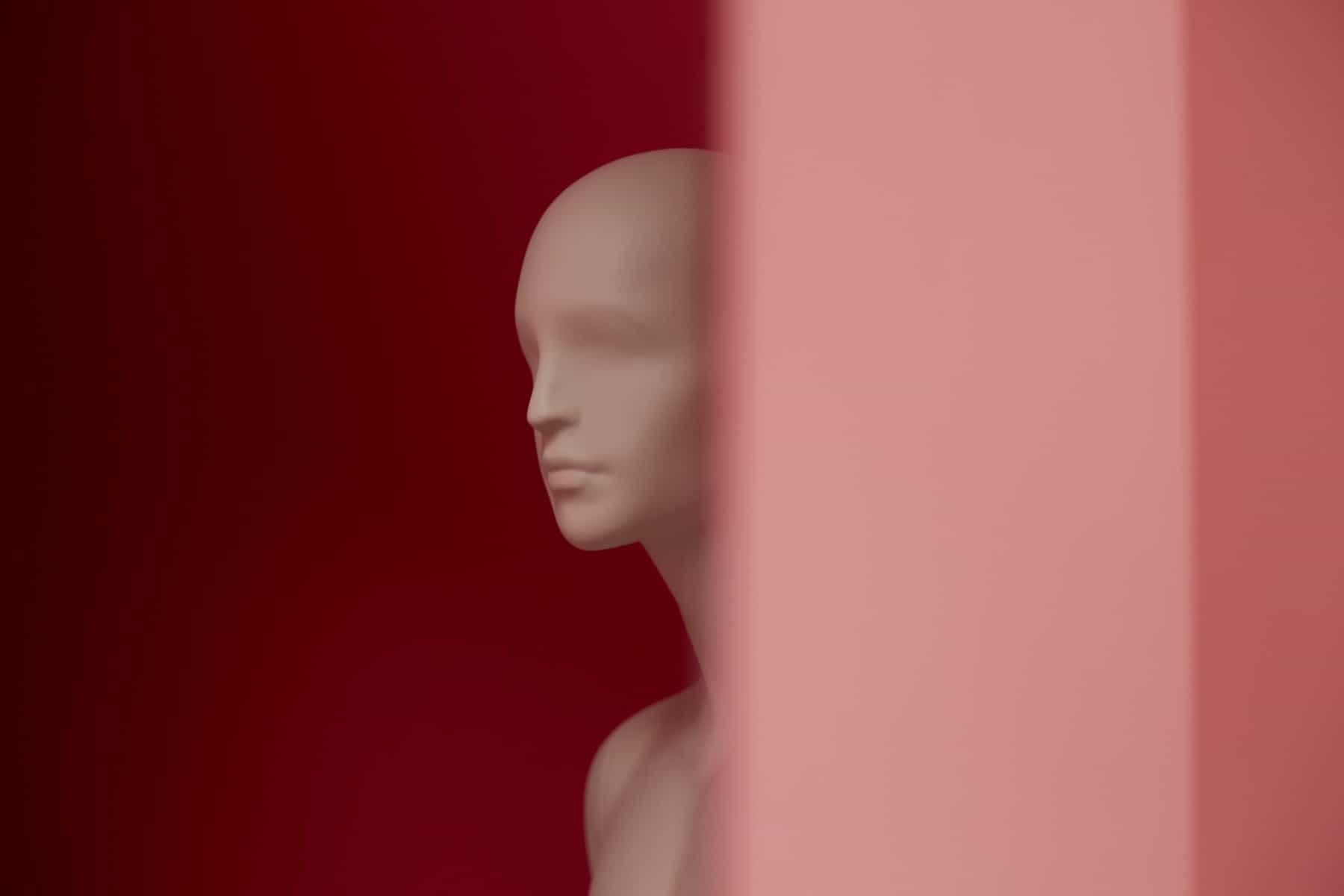 blue-studio-italian-mannequins-fashion-accessory-displays-7-1800x1200_c