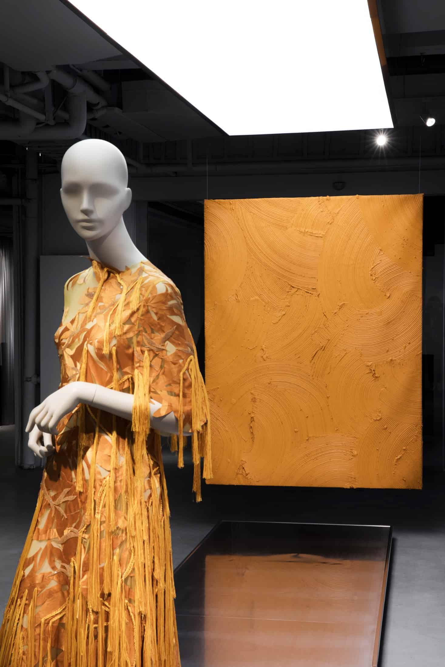 tribe-female-mannequin-shanghai-fashion-week-05