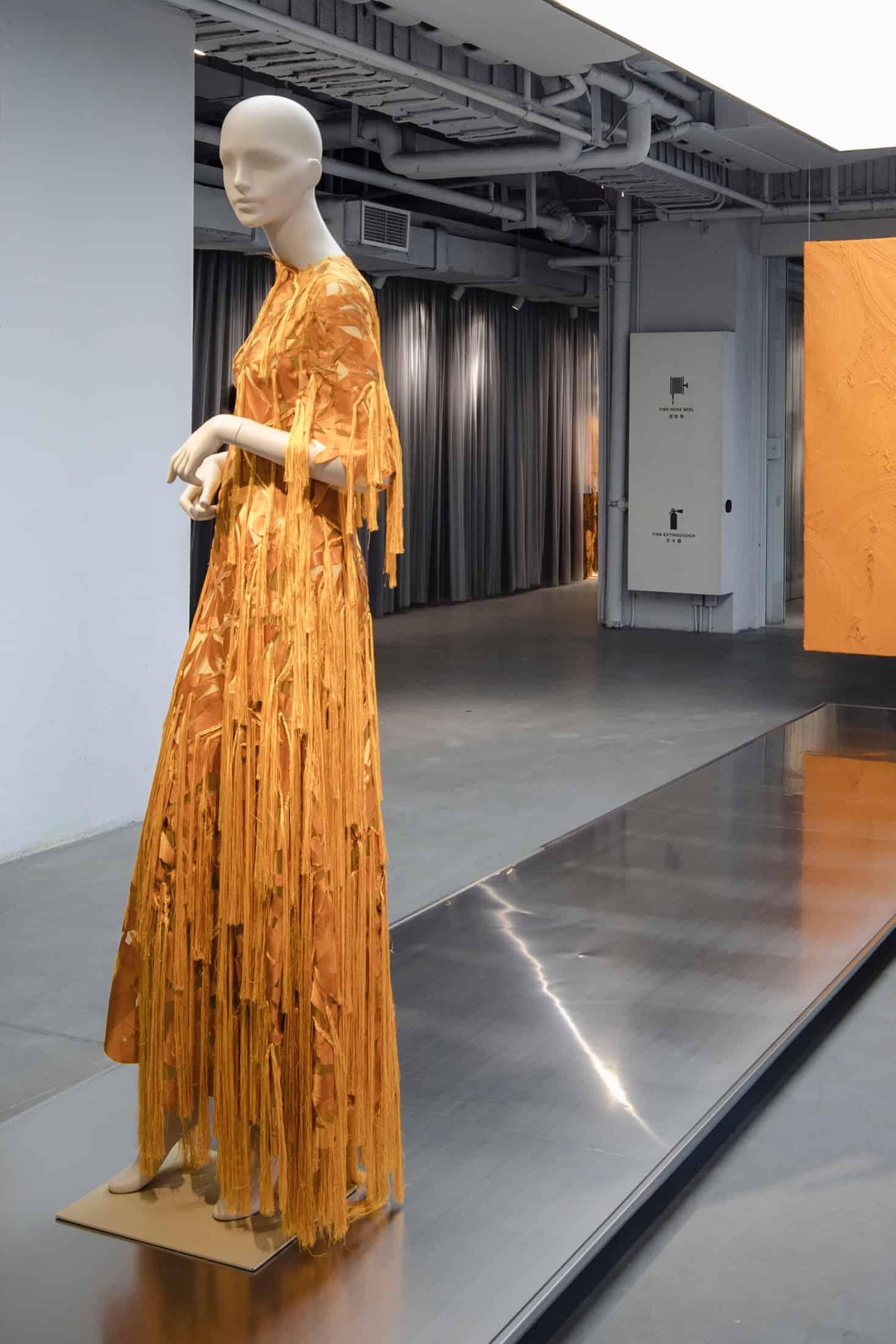 tribe-female-mannequin-shanghai-fashion-week-07