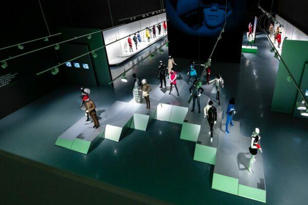 https://bonaveri.com/wp-content/uploads/2019/09/30141415/cropped-Pierre-Cardin-Fashion-Futurist-2200-mannequins-14-1.jpg