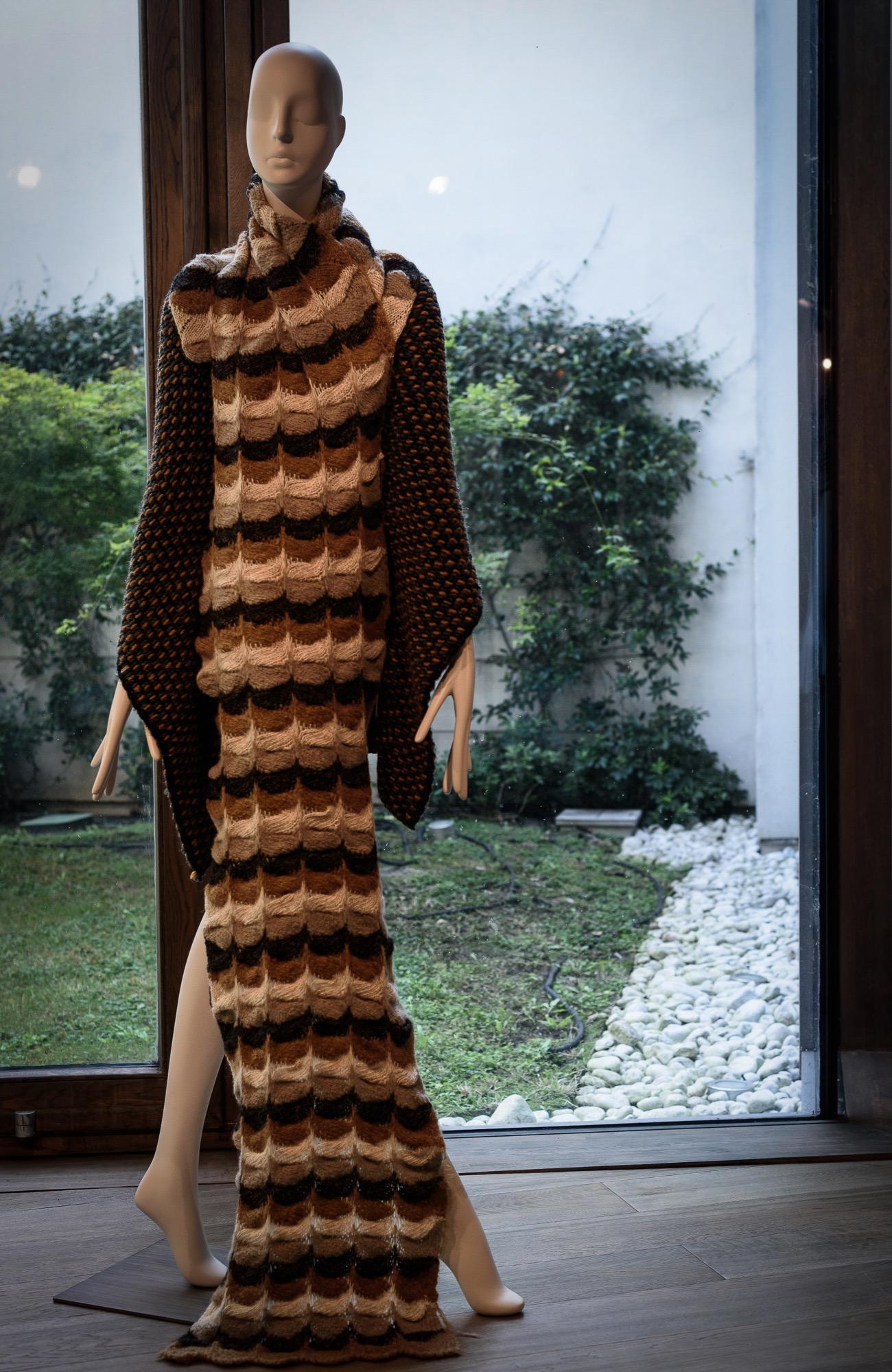 Schläppi Aloof female mannequin In Linea Piu yarns for exhibition at BonaveriMilano