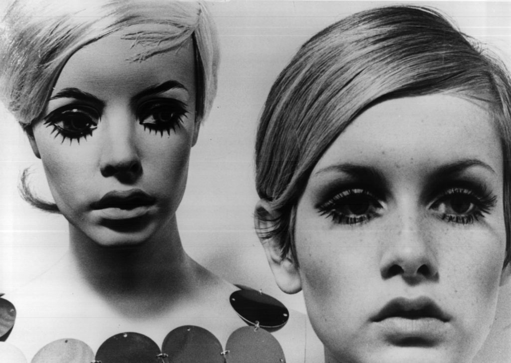 Close up head shot view of Twiggy and her mannequin.
