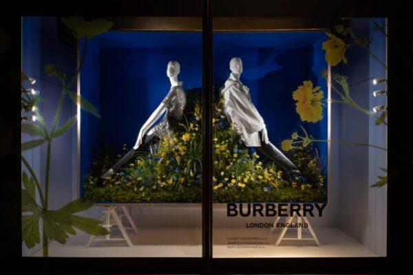 harrods-reunion-windows-schlappi-mannequins-04